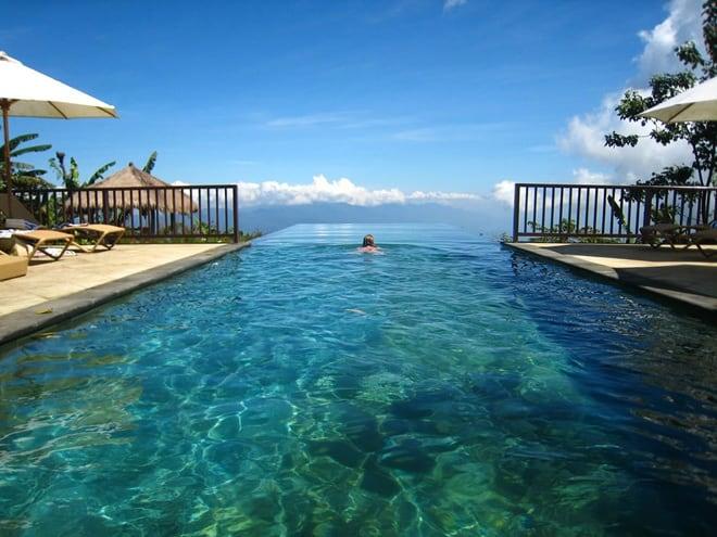 40 Stunning Infinity Pools Around the World!