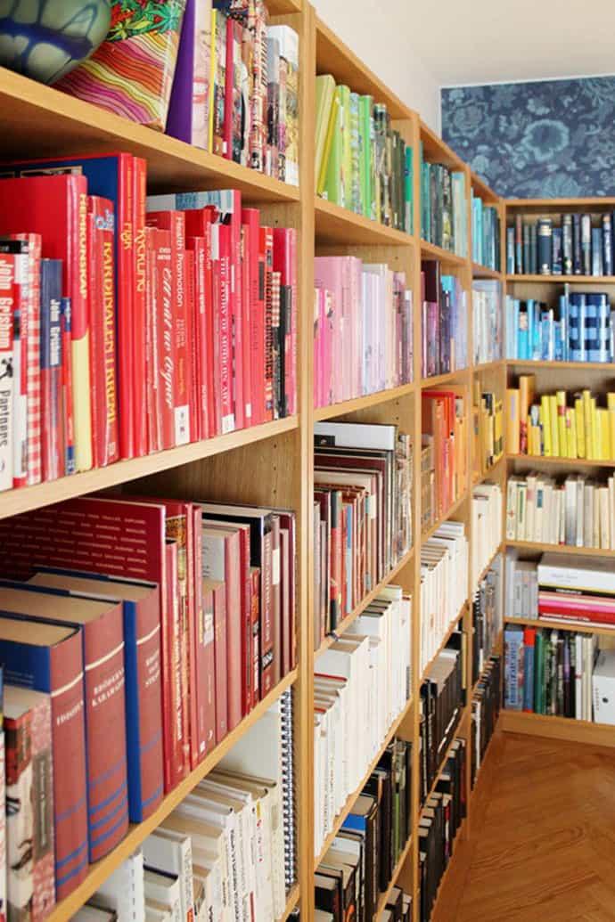 Diy Rainbow Bookshelf Organize Your Books By Color