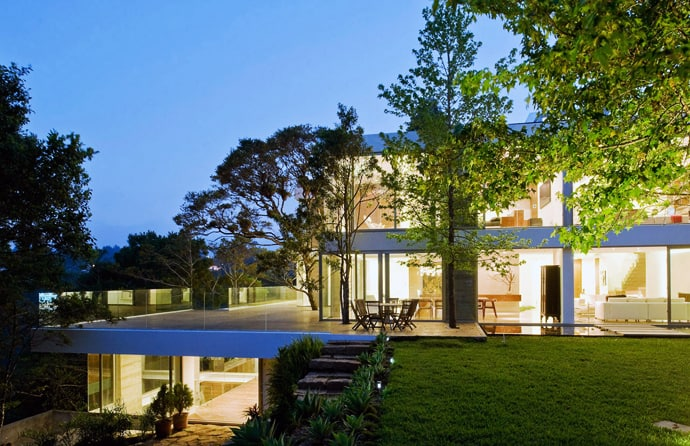 7 Amazing Houses Built Into Nature: Casa Luz: Amazing Beautiful House In The Middle Of Nature