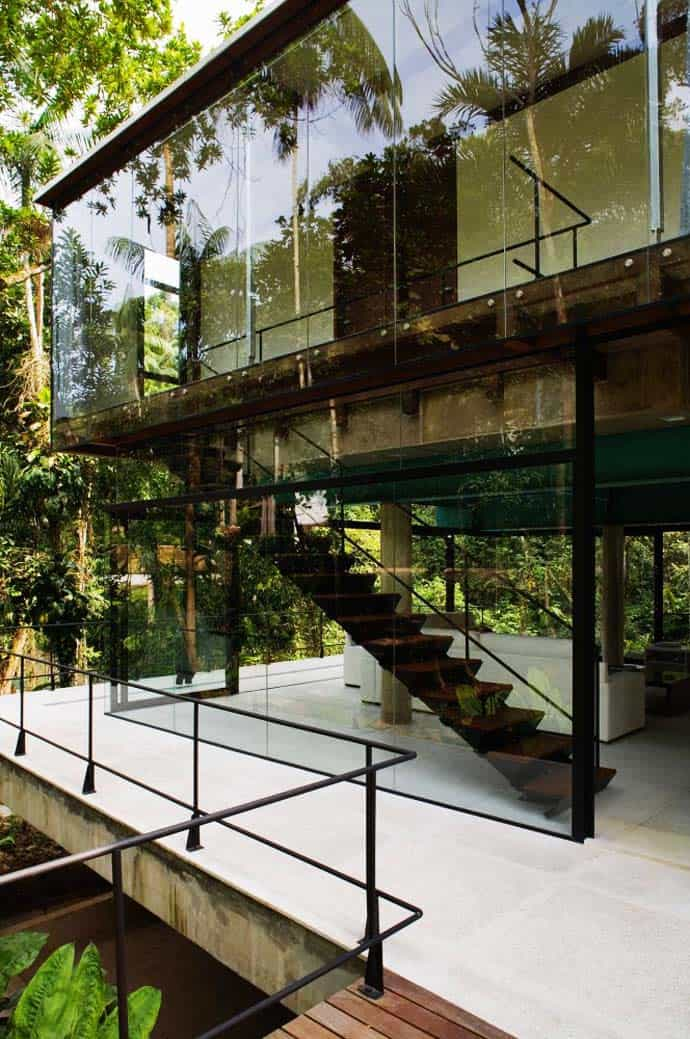 Small glass house in the middle of nature sao paulo for Small glass house plans