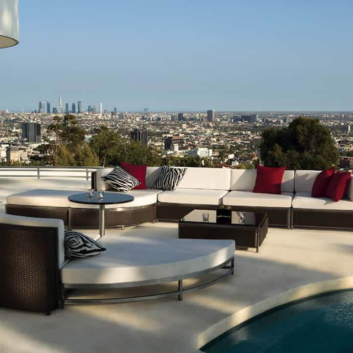 Hampton Terrace Apartments: Elegant Outdoor Furniture For Stylish Terrace Design