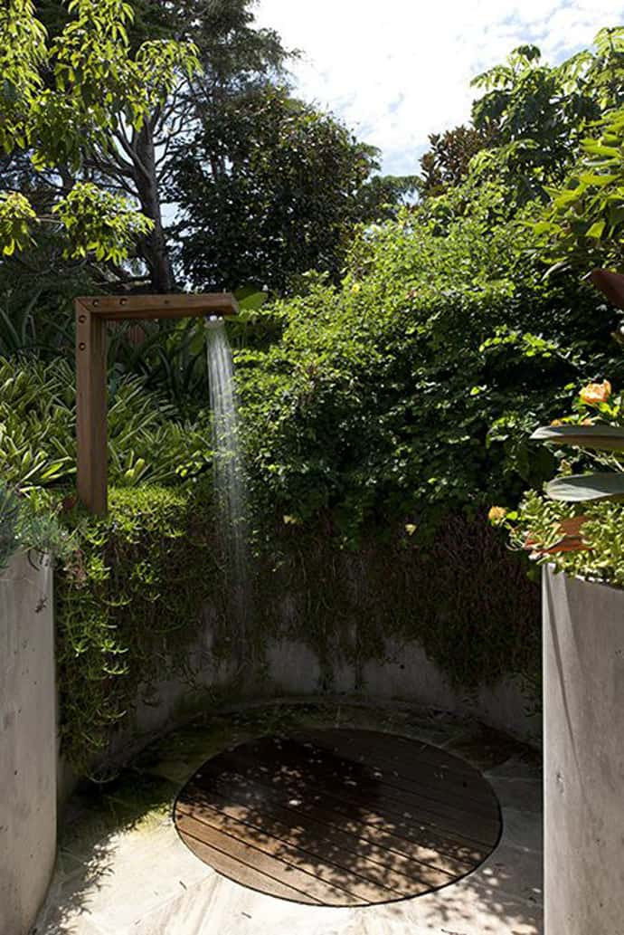 20 Irresistible Outdoor Shower Designs for Your Garden