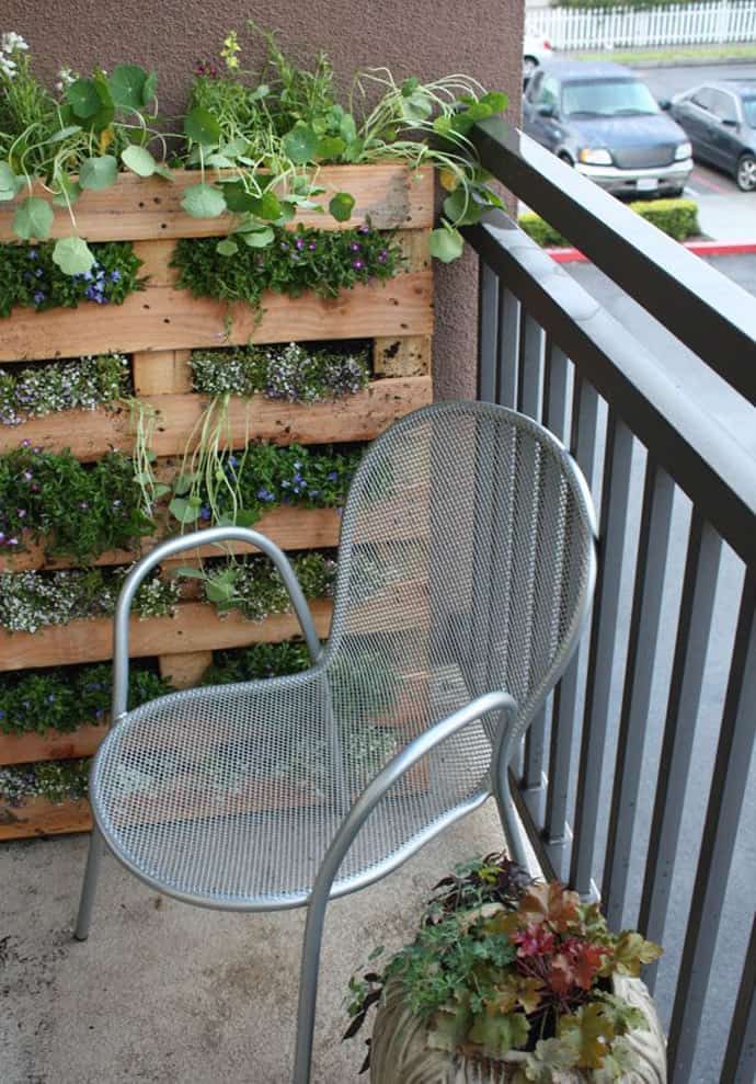 a - Garden Furniture Using Pallets