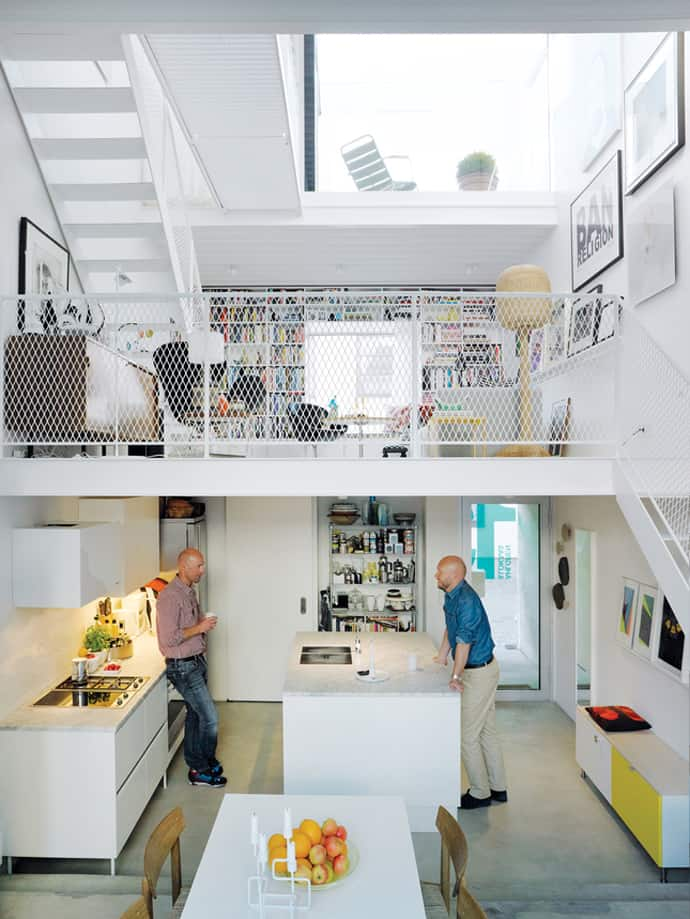 Minimalism Modern House Inserted Successfully Between Old