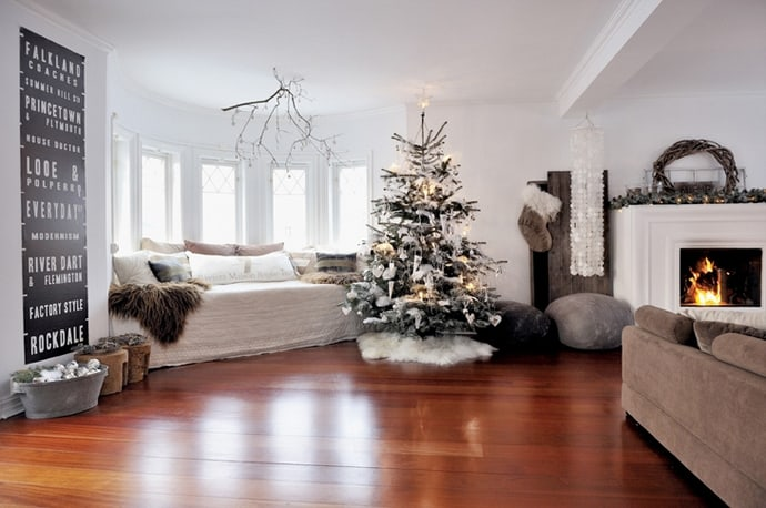30 living room christmas decorations. Black Bedroom Furniture Sets. Home Design Ideas