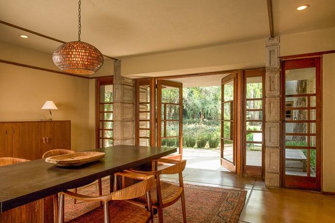 Frank-Lloyd-Wright-House-designrulz (22)