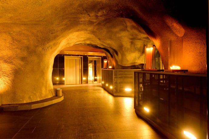 Heinz-Julen-Penthouse-Chalet_designrulz (10)