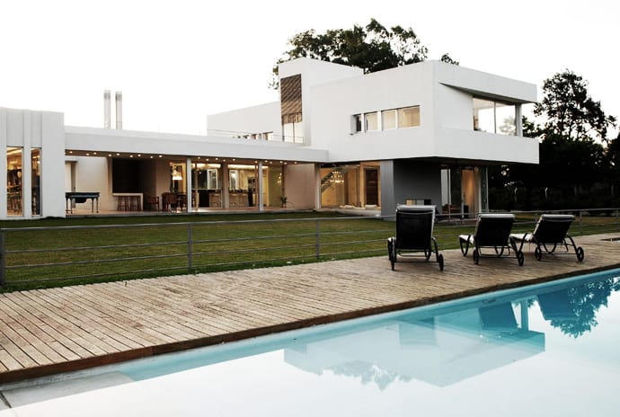 Modern Weekend House Pilar House By Vanguarda Architects