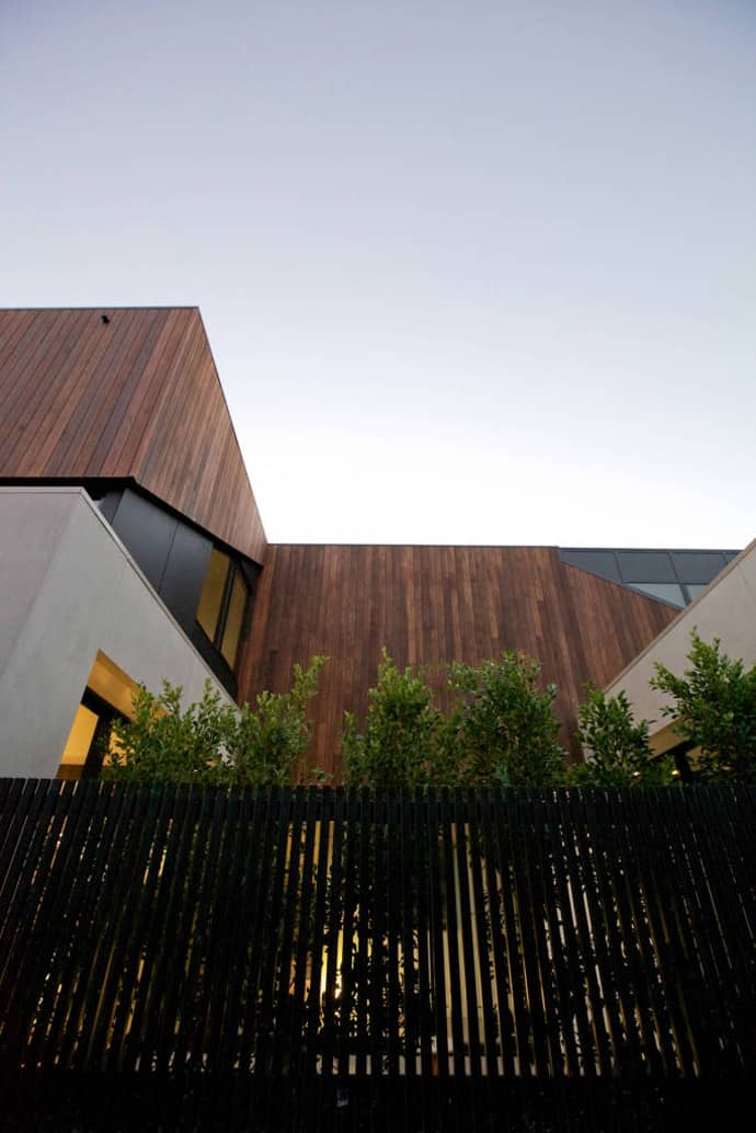 "house-designrulz-009"" height = ""1034"" width = ""690 ""srcset ="" https://cdn.designrulz.com/wp-content/uploads/2013/04/house-designrulz-0095.jpg 690w, https: //cdn.designrulz. com / wp-content / uploads / 2013/04 / house-designrulz-0095-159x239.jpg 159w, https://cdn.designrulz.com/wp-content/uploads/2013/04/house-designrulz-0095-324x485 .jpg 324w, https://cdn.designrulz.com/wp-content/uploads/2013/04/house-designrulz-0095-337x505.jpg 337w ""size ="" (max-width: 690px) 100vw, 690px ""/ > </source></source></picture><picture class="