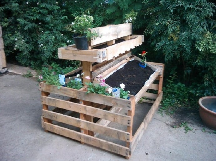 25 ways of how to use pallets in your garden. Black Bedroom Furniture Sets. Home Design Ideas
