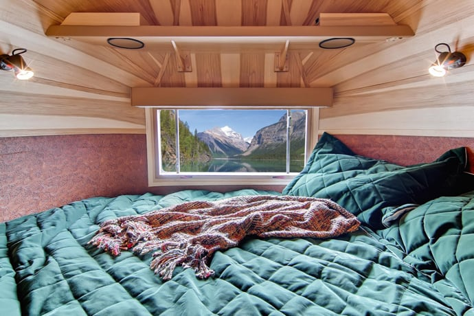 Airstream-Flying-Cloud-Travel-Trailer-designrulz (1)