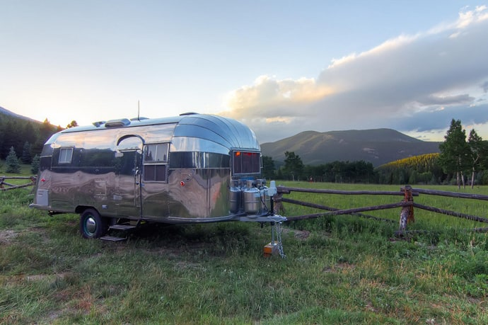 Airstream-Flying-Cloud-Travel-Trailer-designrulz (16)