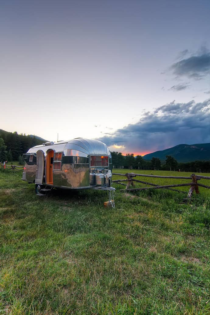 Airstream-Flying-Cloud-Travel-Trailer-designrulz (21)