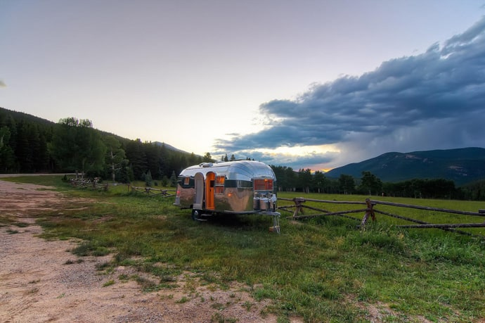 Airstream-Flying-Cloud-Travel-Trailer-designrulz (23)