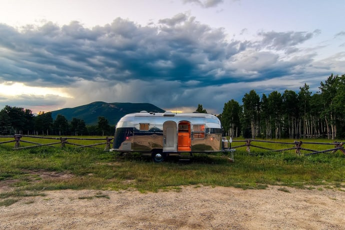Airstream-Flying-Cloud-Travel-Trailer-designrulz (24)