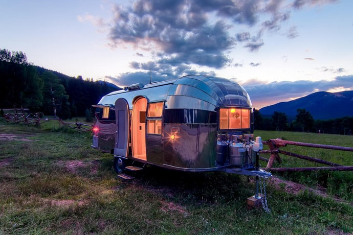 Airstream-Flying-Cloud-Travel-Trailer-designrulz (27)