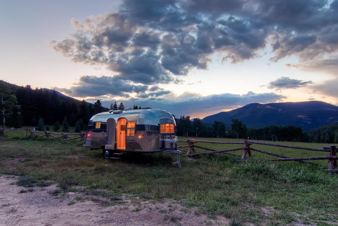 Airstream-Flying-Cloud-Travel-Trailer-designrulz (30)