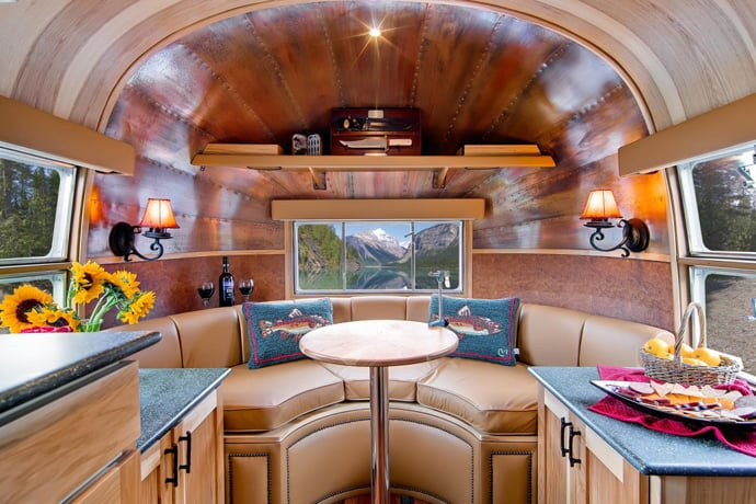 Airstream-Flying-Cloud-Travel-Trailer-designrulz (34)