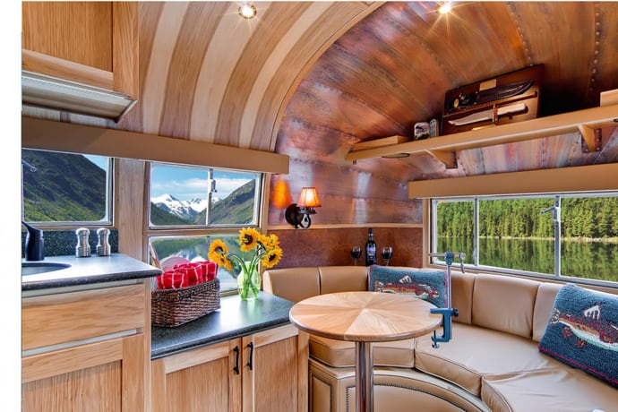 Airstream-Flying-Cloud-Travel-Trailer-designrulz (35)