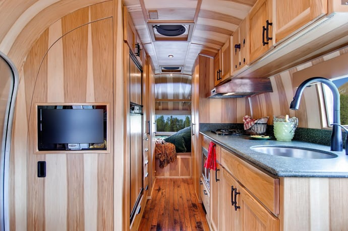 Airstream-Flying-Cloud-Travel-Trailer-designrulz (40)