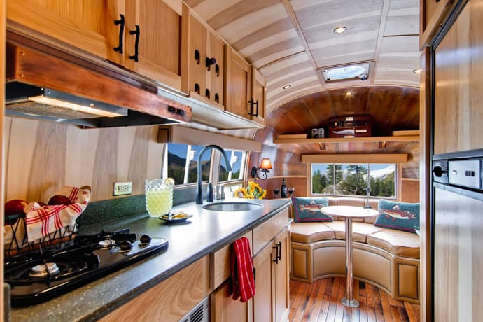 Airstream-Flying-Cloud-Travel-Trailer-designrulz (42)