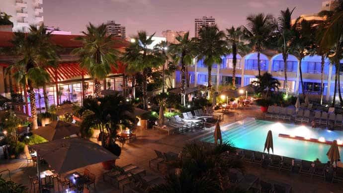 La Concha_night_pool-lobby view