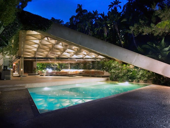 60 of the most spectacular contemporary pools presented on designrulz for Natural swimming pools los angeles