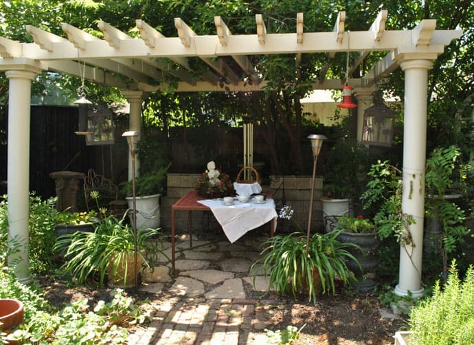 40 pergola design ideas turn your garden into a peaceful for Lamparas para pergolas