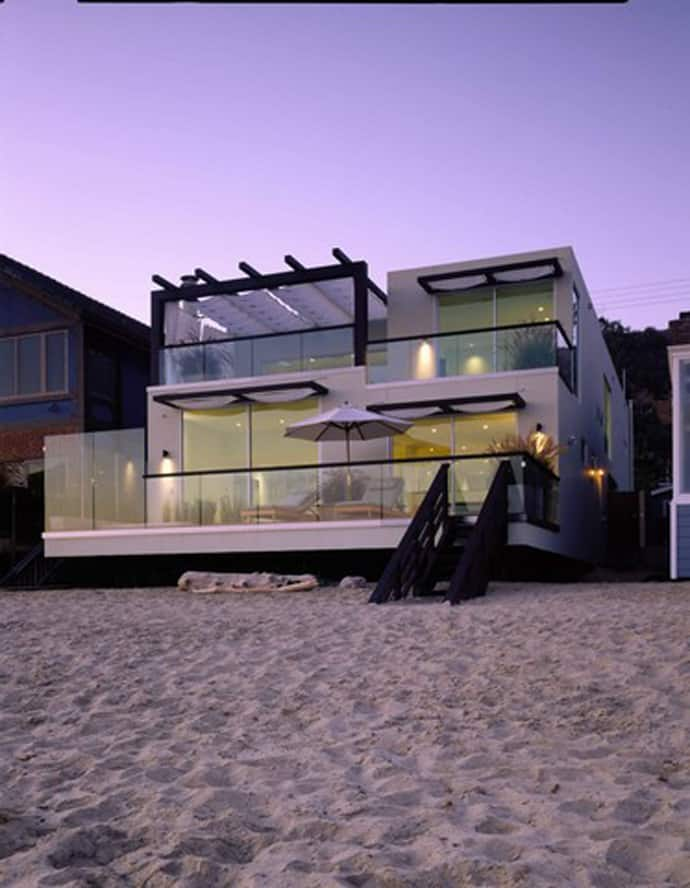 Top 10 most beautiful beach houses across the world for Best contemporary houses in the world