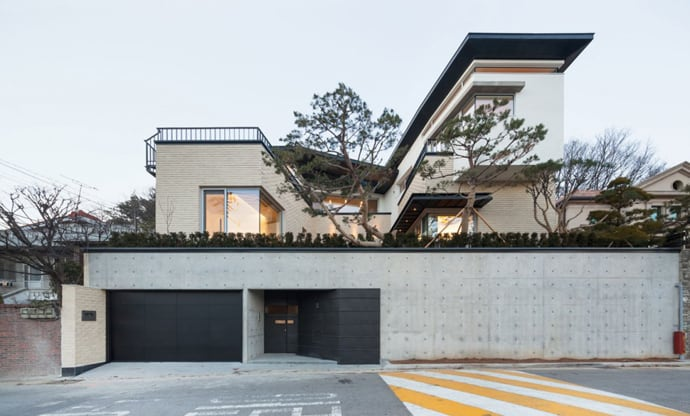Modern Naegok V house in Seoul, Korea