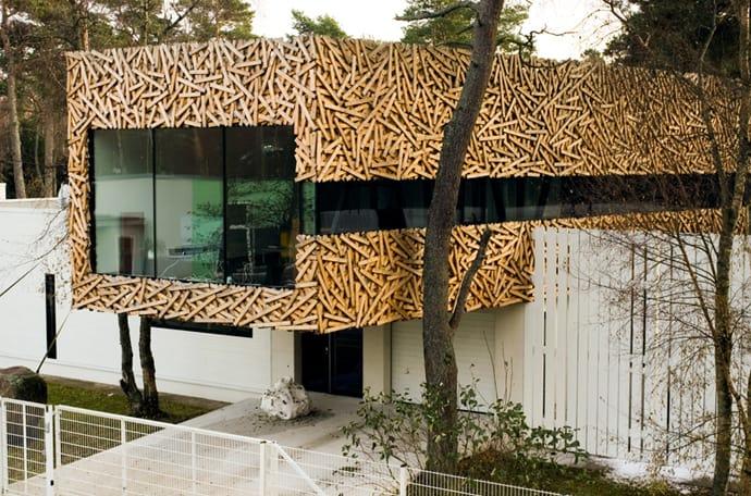 Angular bird 39 s nest architecture suurupi house extension for Agrandissement maison en hauteur