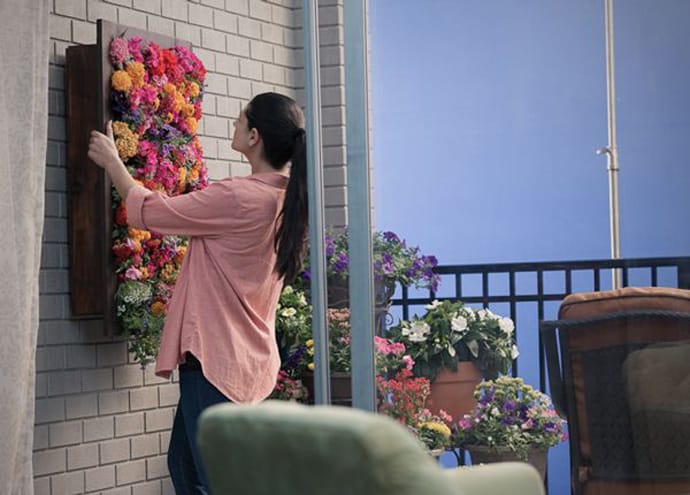 Hanging-flower-box-makes-a-brilliant-vertical-garden