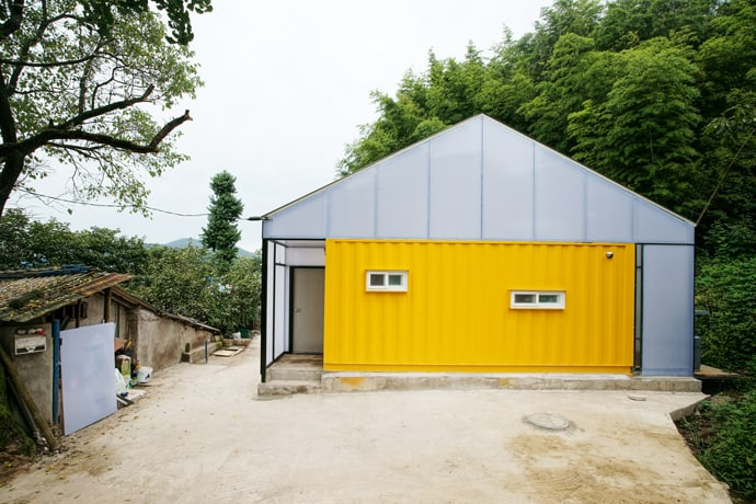 Low cost house by jya rchitects for Illuminazione design low cost