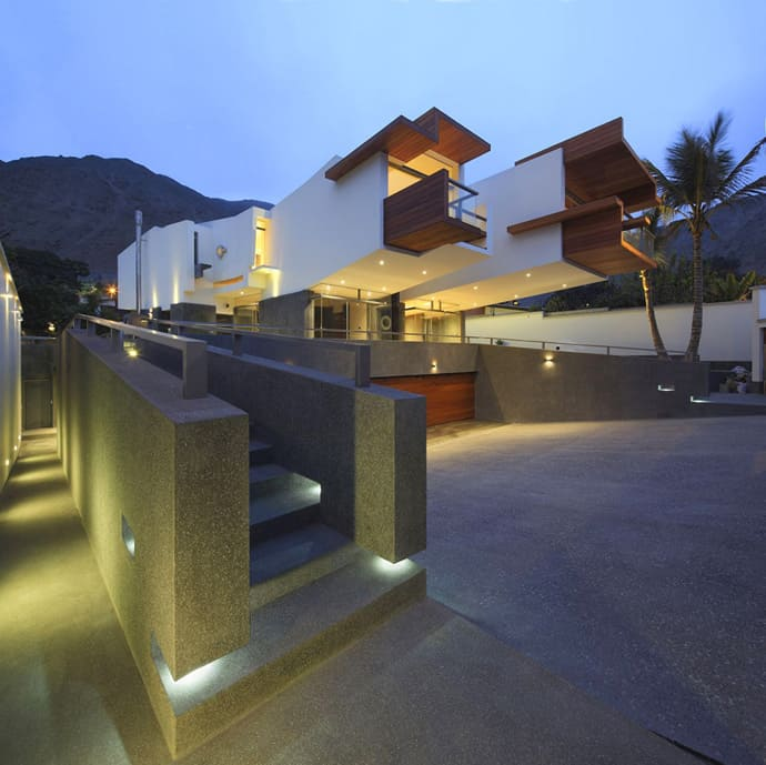 Creatively Cool Dual Cantilevered House In Peru: Creatively Cool Dual Cantilevered House In Peru