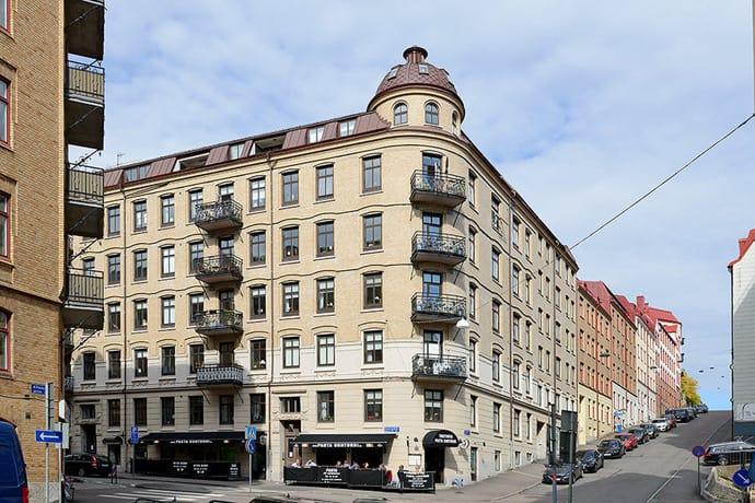 Scandinavian Apartment With Rustic Influences, Gothenburg ...