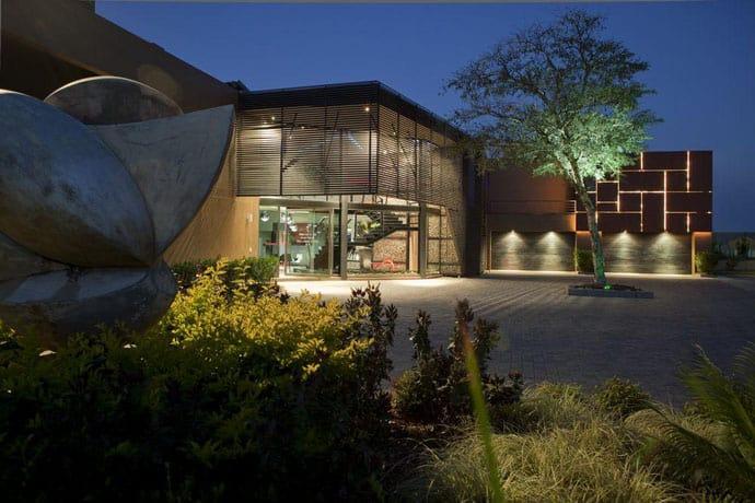 Ngôi nhà hiện đại được vật chất hóa trong vùng hoang dã - House Tsi của Nico van der Meulen Architects (4 )