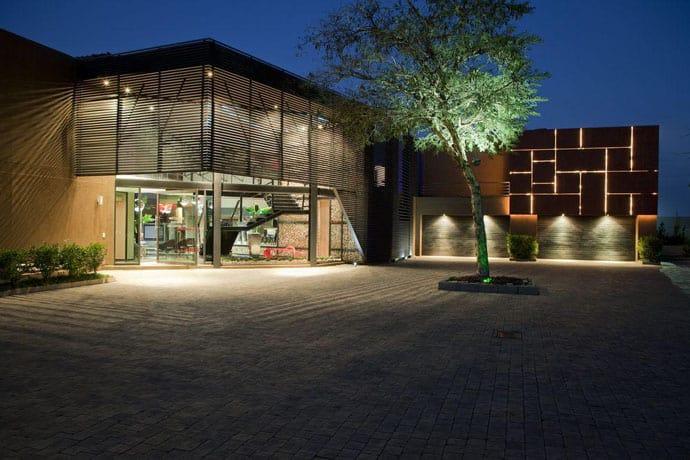 Ngôi nhà hiện đại được vật chất hóa trong vùng hoang dã - Ngôi nhà Tsi của kiến trúc sư Nico van der Meulen (5)