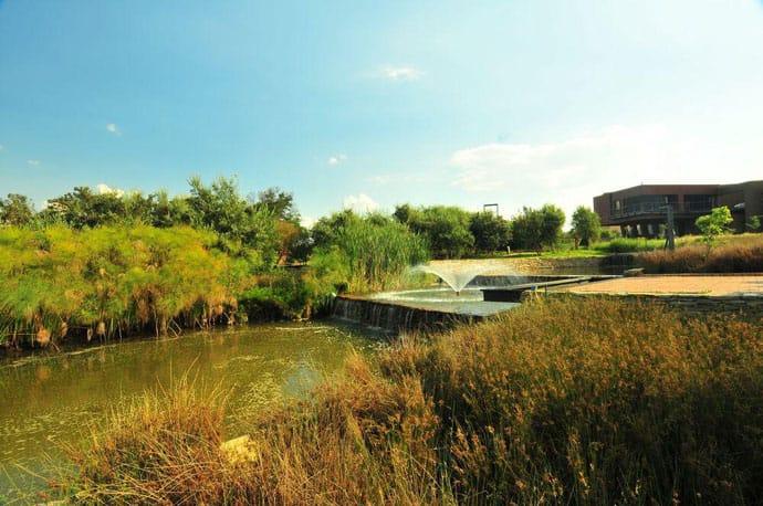 Biệt thự hiện đại được vật chất hóa trong vùng hoang dã - Nhà Tsi của kiến trúc sư Nico van der Meulen (9)