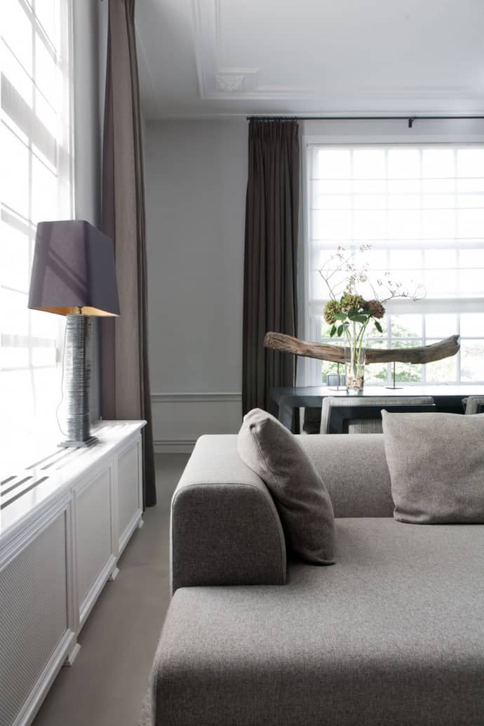 Sophisticated apartment on the river vecht by remy meijers for Room decor embellishment art