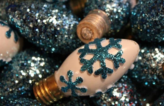 designrulz-  Glittered Christmas Light Bulbs -005