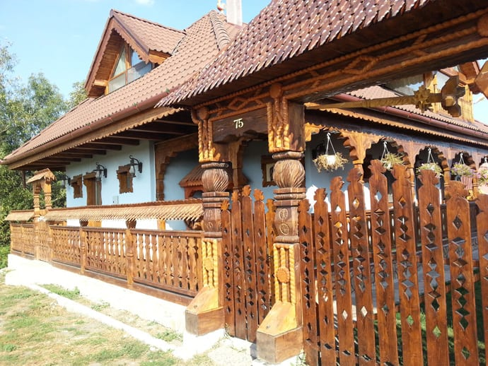 """designrulz-maramures-003"""" height = """"518"""" width = """"690"""" """"https://cdn.designrulz.com/wp-content/uploads/2014/01/designrulz-maramures-003.jpg 690w, https://cdn.designrulz.com/wp-content/uploads/2014/01/ designrulz-maramures-003-318x239.jpg 318w, https://cdn.designrulz.com/wp-content/uploads/2014/01/designrulz-maramures-003-646x485.jpg 646w, https: //cdn.designrulz. com / wp-content / uploads / 2014/01 / designrulz-maramures-003-673x505.jpg 673w """"size ="""" (max-width: 690px) 100vw, 690px """"/> </source></source></picture><picture class="""