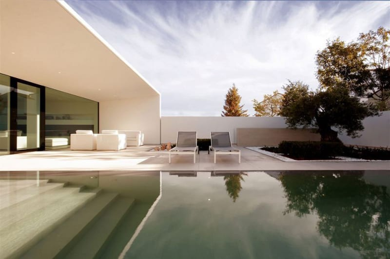 Contemporary Purity And Simplicity Pool Villa By JM Architecture - Contemporary purity and simplicity pool villa by jm architecture italy