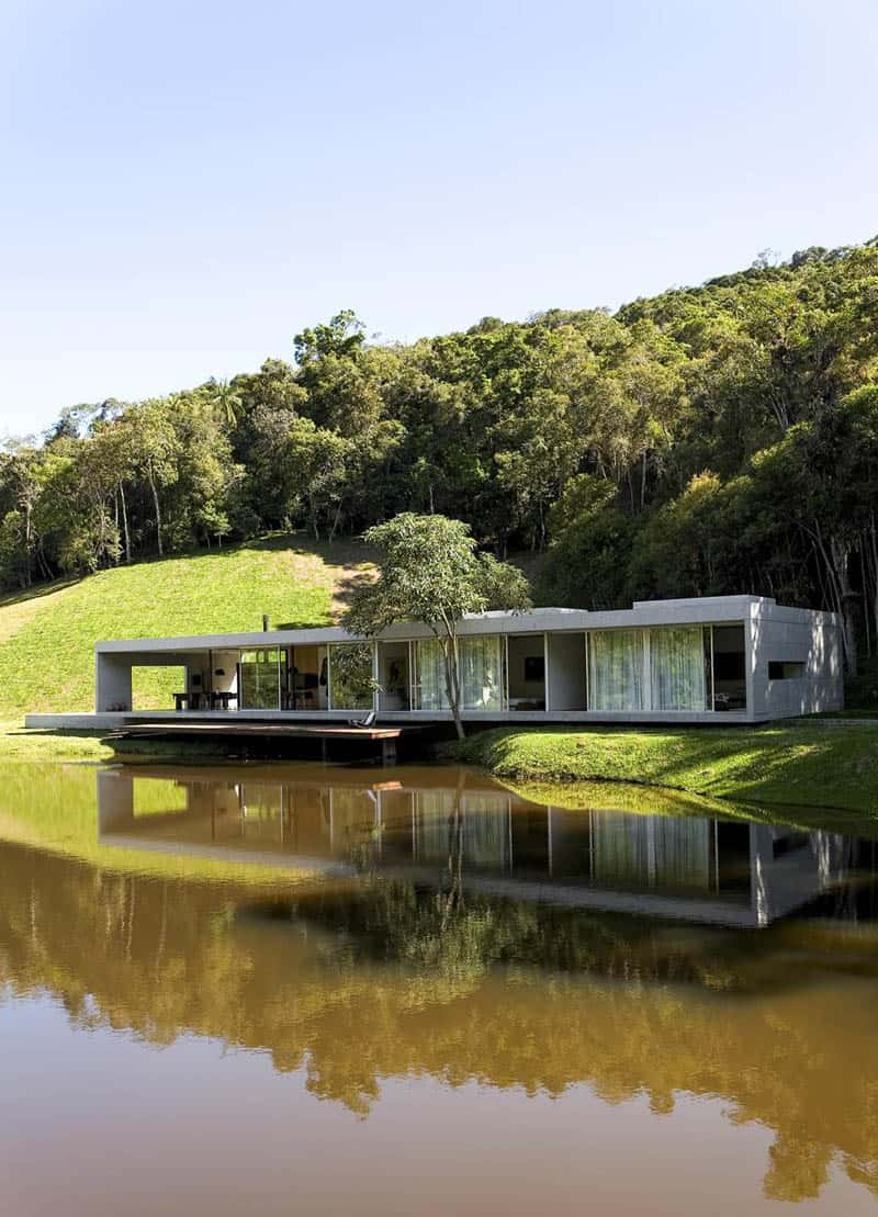 Living in the woods contemporary house s o paulo for Modern house in the woods