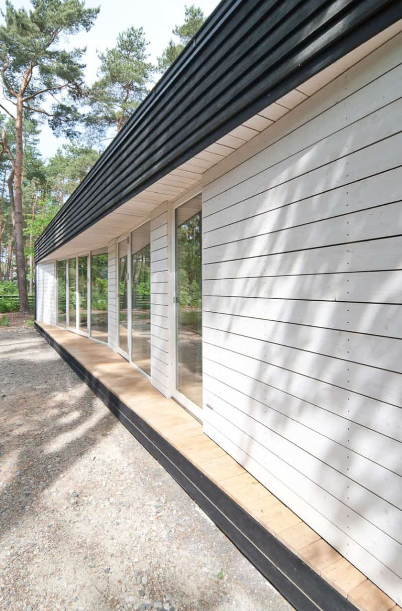 Modern house in the woods by claim for Modernes waldhaus
