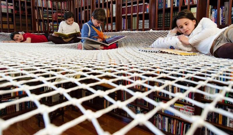 Kids-reading-designrulz (3)