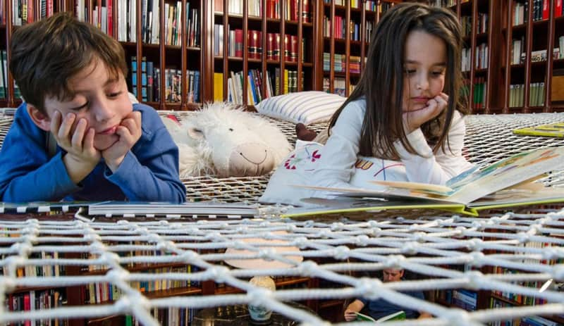 Kids-reading-designrulz (6)