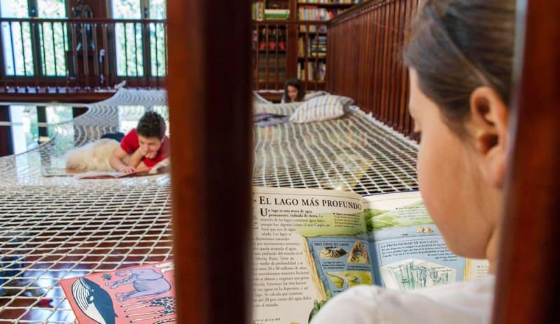 Kids-reading-designrulz (7)
