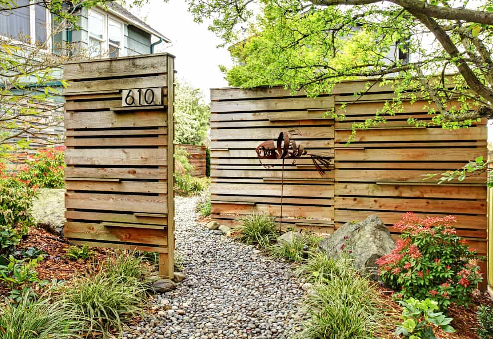 How to Choose the Right Fence - 45 Delightfully Different ... on Backyard Fence Landscaping Ideas id=30450