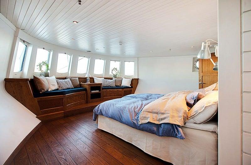Barge-in-Stockholm-designrulz (11)