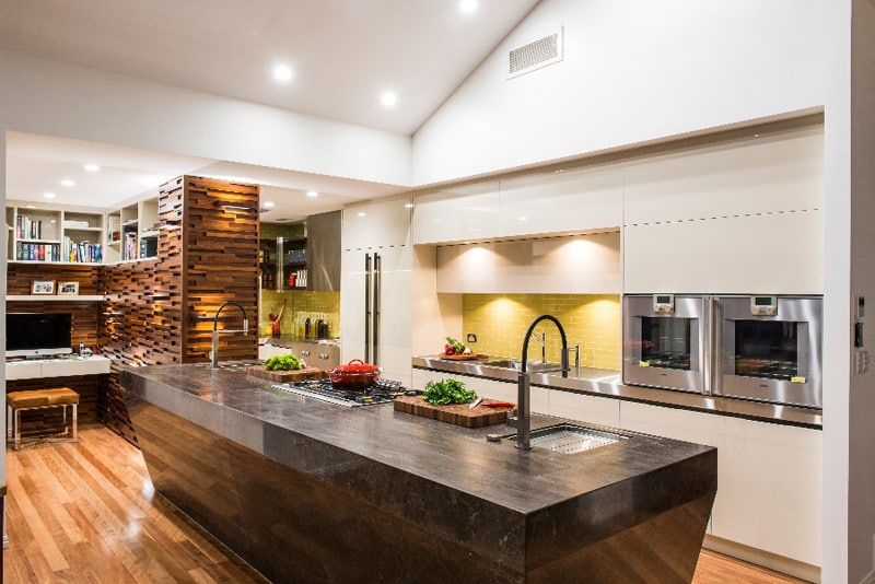 Beautiful Kitchen With Modern Touch Without Overwhelming The Space